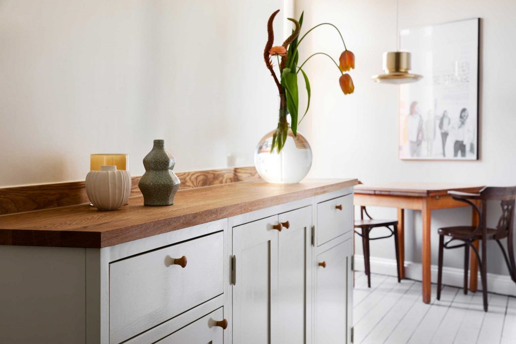Köksinspiration bänkskåp ljusgrått kök från Skandinaviska Shakerkök