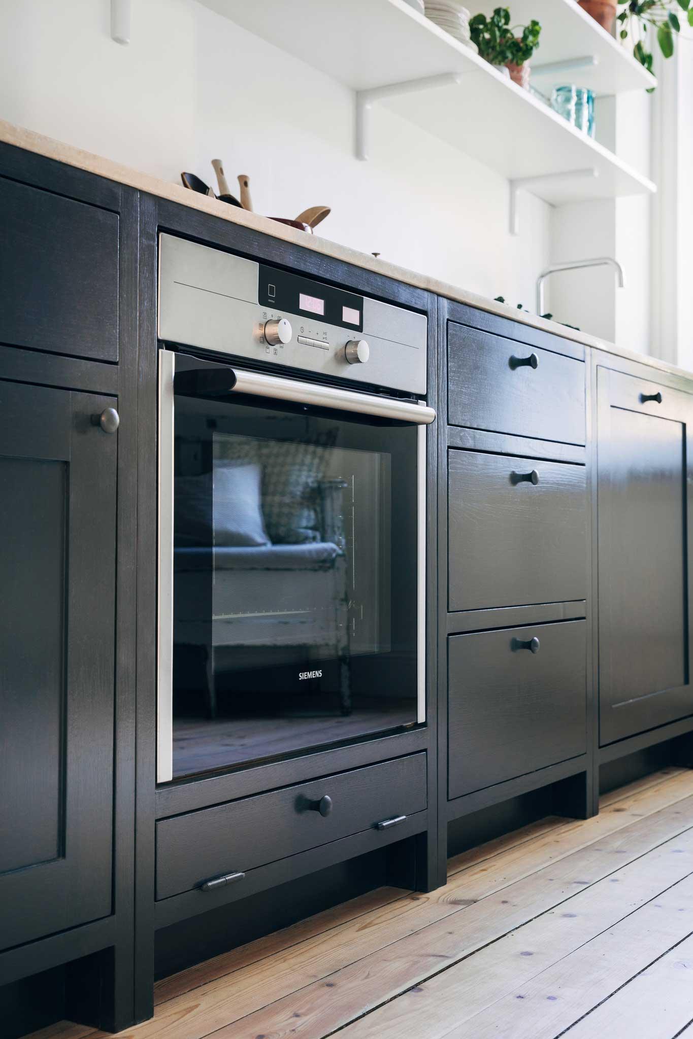 Köksinspiration integrerad Ugn Blått Kök på Mariatorget från Skandinaviska Shakerkök