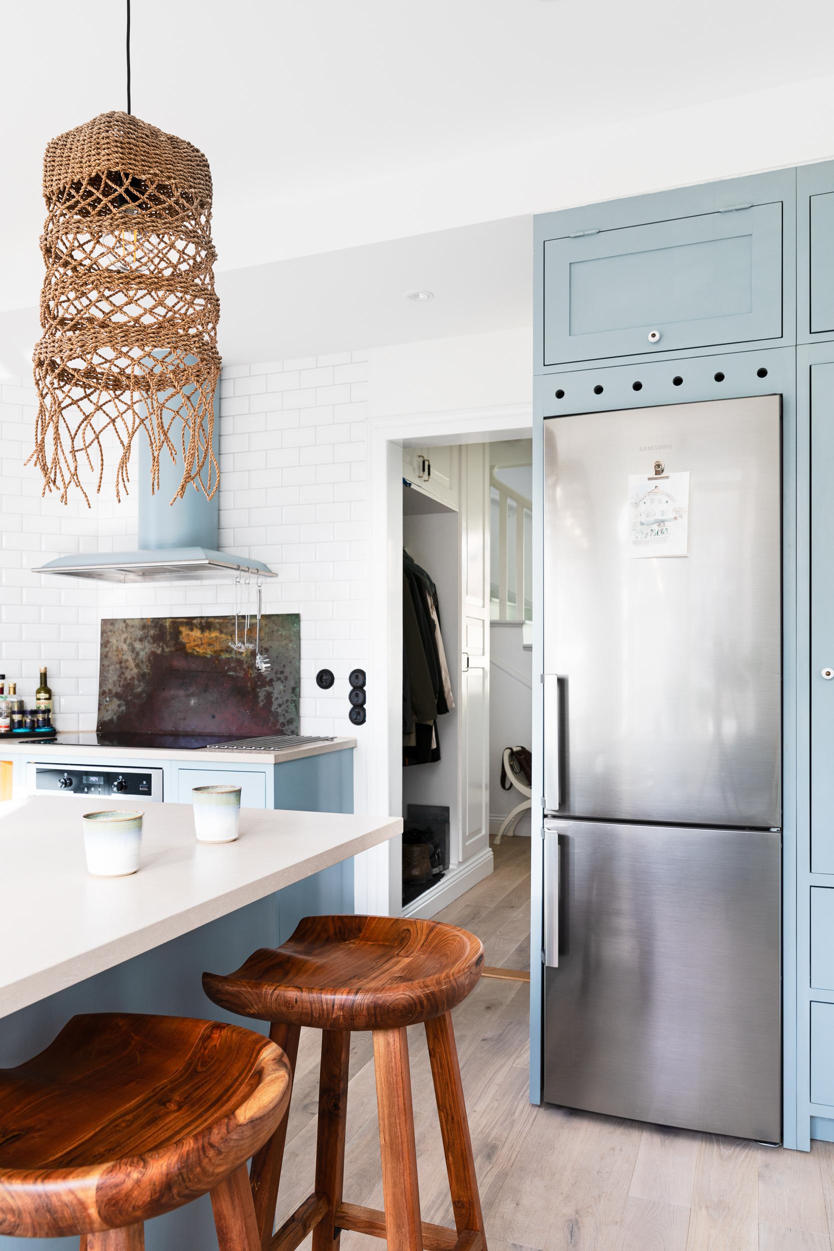 Köksinspiration kylskåp ljusblått kök från Skandinaviska Shakerkök